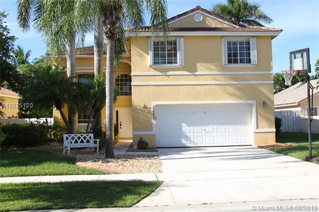 18761 NW 12th St, Pembroke Pines, FL 33029 (MLS #A10525120) :: Stanley Rosen Group