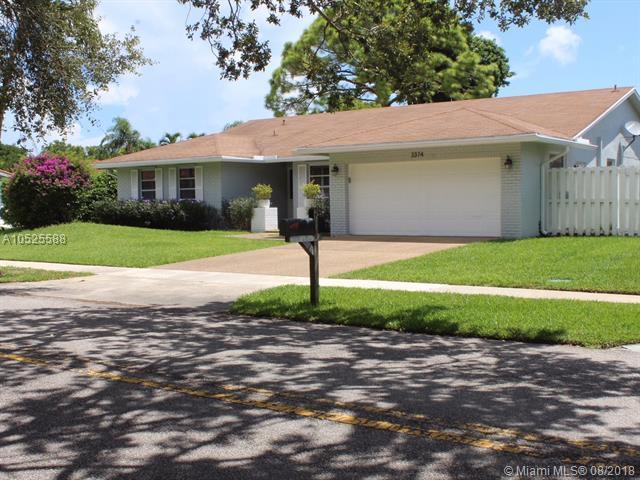 3374 NW 29th Ave, Boca Raton, FL 33434 (MLS #A10525588) :: Stanley Rosen Group