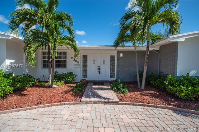 2365 NE 195 St, Miami, FL 33180 (MLS #A10525761) :: Green Realty Properties