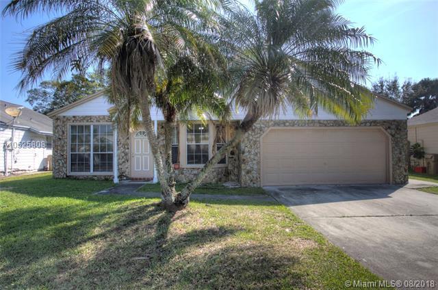 1020 SW 135th Way, Davie, FL 33325 (MLS #A10525808) :: Green Realty Properties