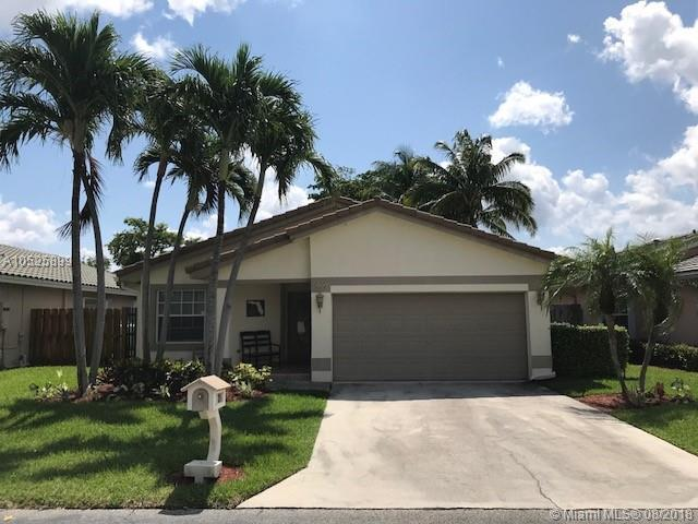 235 NW 40th Ave, Delray Beach, FL 33445 (MLS #A10525899) :: Stanley Rosen Group