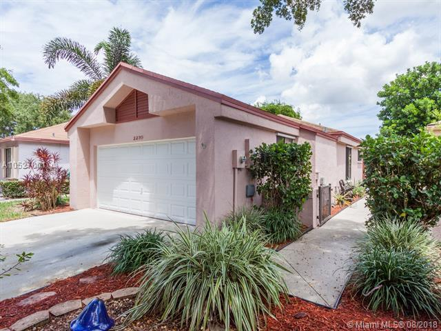 2230 NW 34th Ter, Coconut Creek, FL 33066 (MLS #A10527061) :: The Riley Smith Group