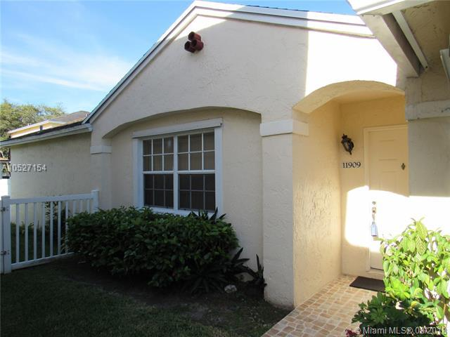 11909 NW 12th St, Pembroke Pines, FL 33026 (MLS #A10527154) :: Stanley Rosen Group