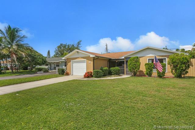 220 W Whitney Drive, Jupiter, FL 33458 (MLS #A10527217) :: Green Realty Properties