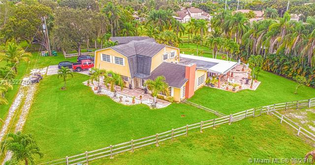 1250 NW 118th Ave, Plantation, FL 33323 (MLS #A10527403) :: Stanley Rosen Group