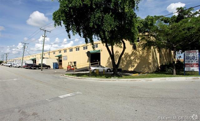 9501 NW 80th Ave, Hialeah Gardens, FL 33016 (MLS #A10527896) :: Stanley Rosen Group