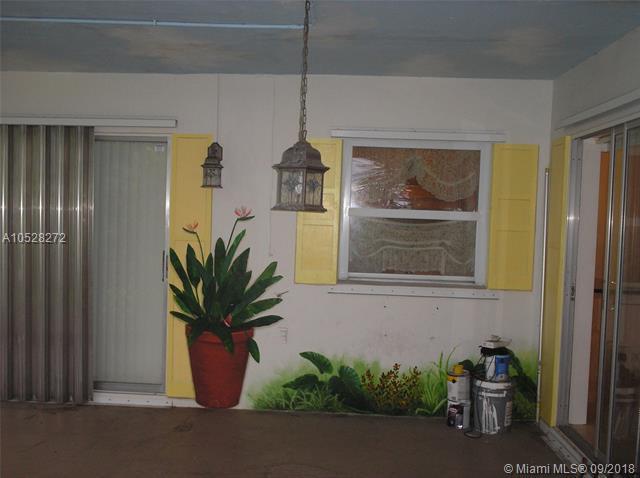 6803 NW 73rd St, Tamarac, FL 33321 (MLS #A10528272) :: Green Realty Properties