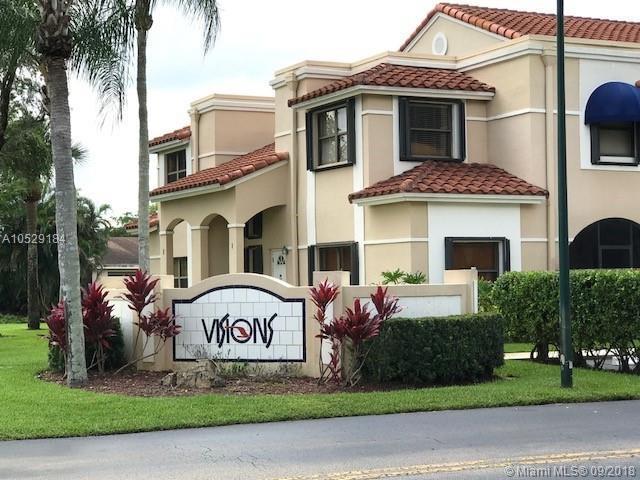 599 Racquet Club Rd, Weston, FL 33326 (MLS #A10529184) :: Green Realty Properties