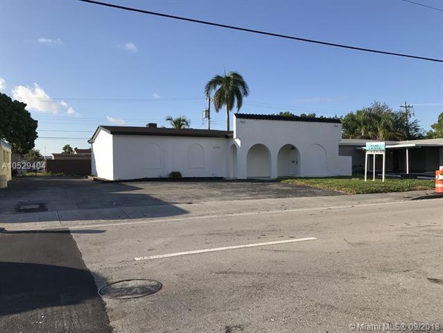 6750 Taft St, Hollywood, FL 33024 (MLS #A10529404) :: Stanley Rosen Group