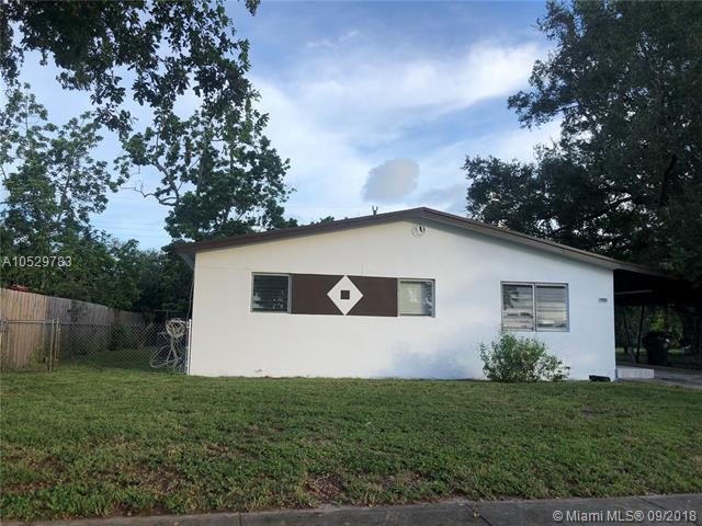 4640 SW 35th St, West Park, FL 33023 (MLS #A10529783) :: Hergenrother Realty Group Miami