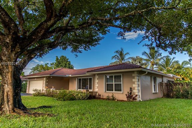 2737 NW 116th Ter, Coral Springs, FL 33065 (MLS #A10530245) :: Stanley Rosen Group