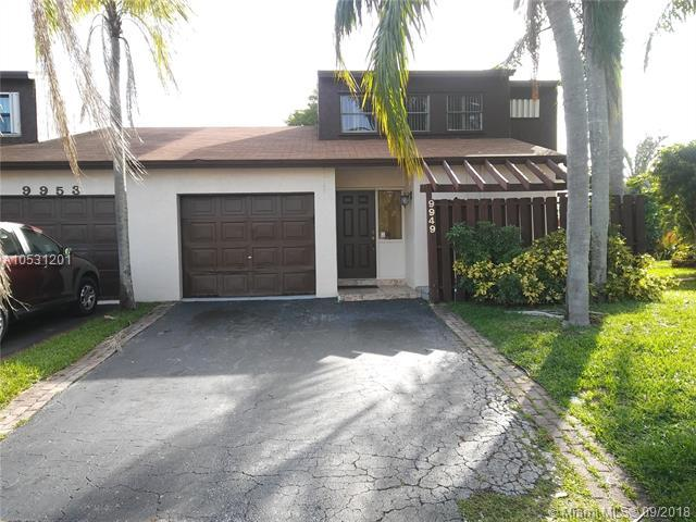 9949 SW 16th St, Pembroke Pines, FL 33025 (MLS #A10531201) :: The Chenore Real Estate Group
