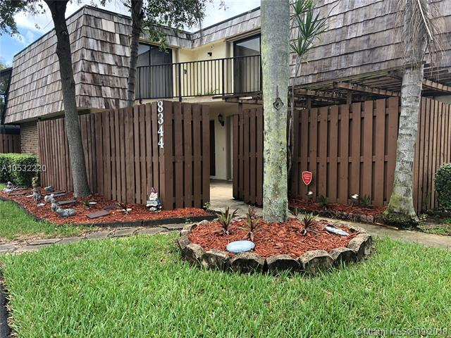 8344 S Coral Cir, North Lauderdale, FL 33068 (MLS #A10532220) :: Stanley Rosen Group