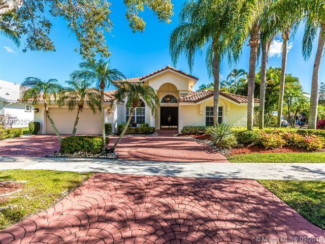 765 Bayside Lane, Weston, FL 33326 (MLS #A10532526) :: Stanley Rosen Group