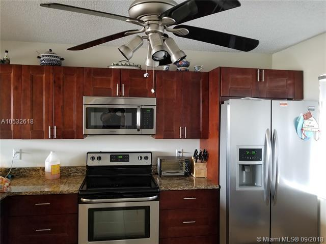 8000 Hampton Blvd #502, North Lauderdale, FL 33068 (MLS #A10532618) :: Stanley Rosen Group