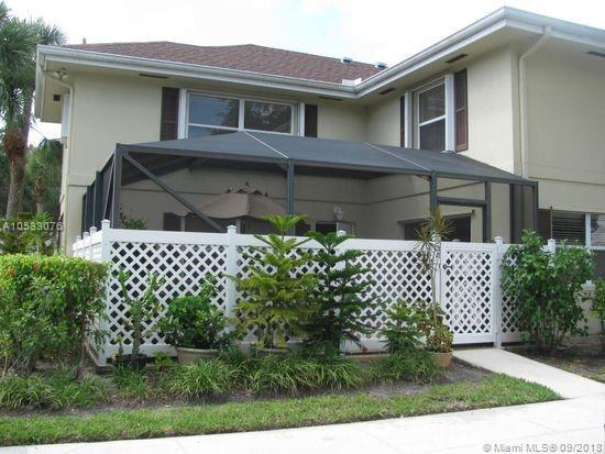 33 Clinton Ct A, Royal Palm Beach, FL 33411 (MLS #A10533076) :: Hergenrother Realty Group Miami