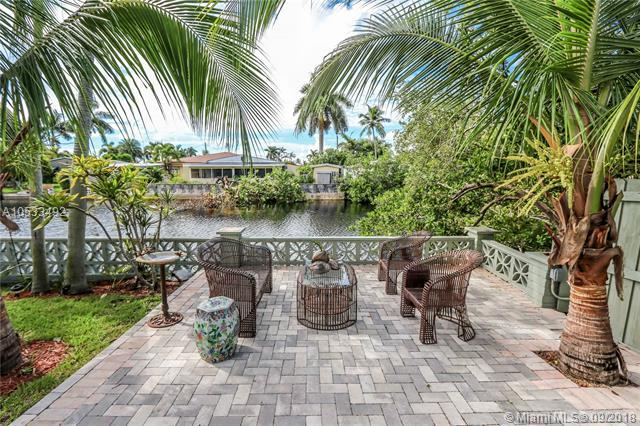 1174 Garfield St, Hollywood, FL 33019 (MLS #A10533492) :: Stanley Rosen Group