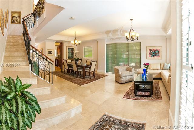 50 Alhambra Cir #112, Coral Gables, FL 33134 (MLS #A10533611) :: Stanley Rosen Group