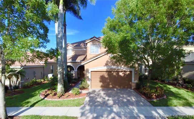 1034 Bluewood Ter, Weston, FL 33327 (MLS #A10533970) :: Green Realty Properties