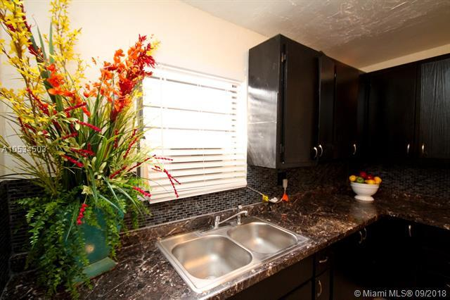 1005 North C, Lake Worth, FL 33460 (MLS #A10534503) :: Green Realty Properties