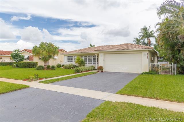 5301 Garfield St, Hollywood, FL 33021 (MLS #A10534822) :: Stanley Rosen Group