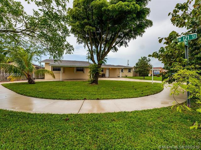 17100 NW 77th Ct, Hialeah, FL 33015 (MLS #A10535030) :: Green Realty Properties