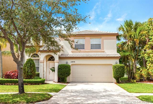 15876 NW 10th St, Pembroke Pines, FL 33028 (MLS #A10535123) :: Stanley Rosen Group