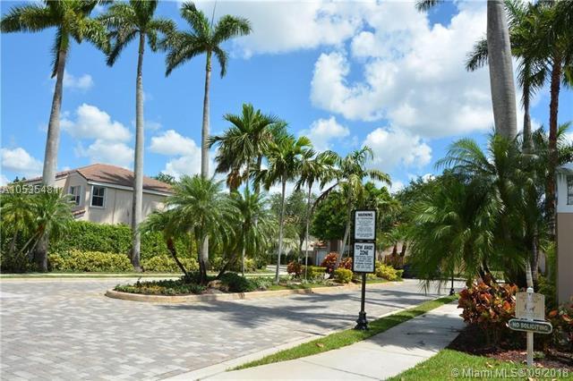 4303 SW 84th Ter, Davie, FL 33328 (MLS #A10535481) :: Green Realty Properties