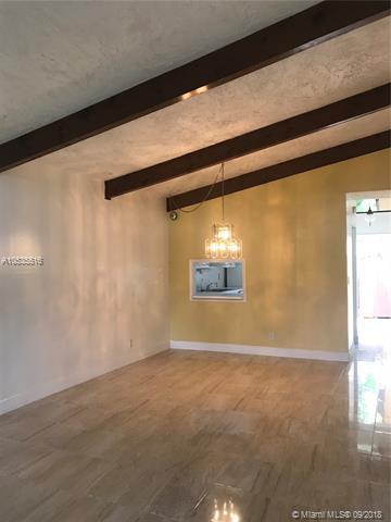 319 Briarwood Cir 20-V2, Hollywood, FL 33024 (MLS #A10535516) :: Stanley Rosen Group