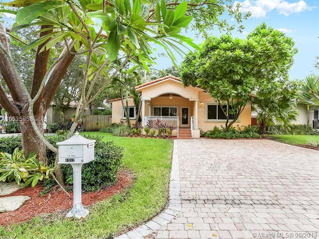 1312 SW 18th Ct, Fort Lauderdale, FL 33315 (MLS #A10535858) :: Stanley Rosen Group