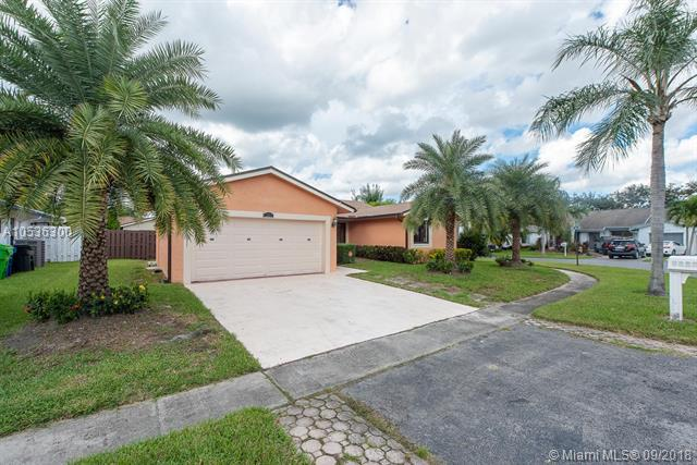 9223 NW 53rd St, Sunrise, FL 33351 (MLS #A10536300) :: Stanley Rosen Group