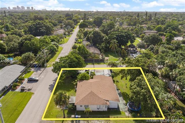 1735 SW 29th Ave, Fort Lauderdale, FL 33312 (MLS #A10536408) :: Stanley Rosen Group