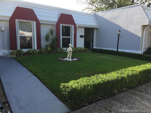 7417 Twin Sabal Dr #7417, Miami Lakes, FL 33014 (MLS #A10536558) :: Albert Garcia Team