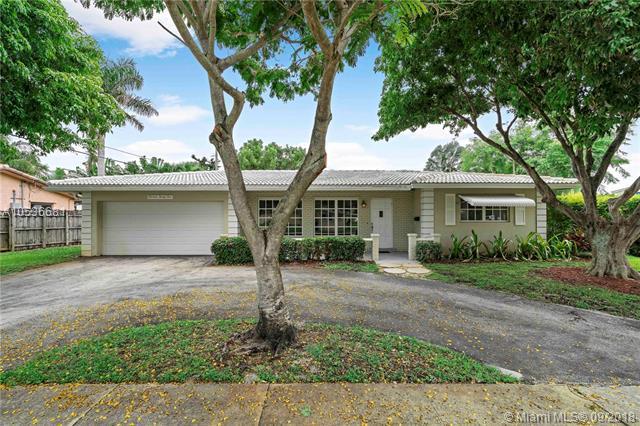 1424 SE 12th Ave, Deerfield Beach, FL 33441 (MLS #A10536681) :: Stanley Rosen Group