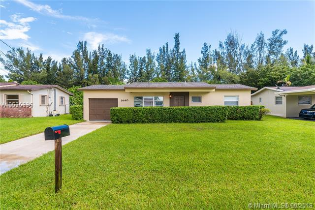 5440 SW 55th Ave, Davie, FL 33314 (MLS #A10536836) :: Green Realty Properties