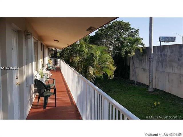2916 Funston St 54A, Hollywood, FL 33020 (MLS #A10536939) :: Stanley Rosen Group