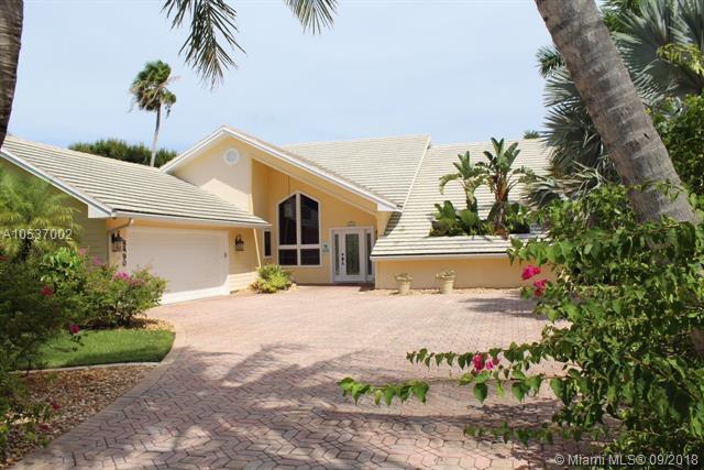 8890 SE Marina Bay Drive, Hobe Sound, FL 33455 (MLS #A10537002) :: Green Realty Properties
