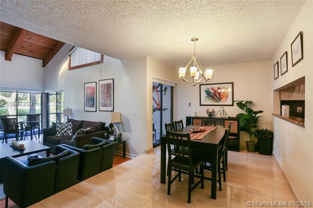 9362 SW 1st St #202, Plantation, FL 33324 (MLS #A10537399) :: Green Realty Properties