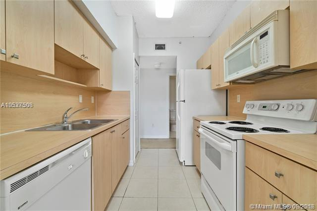 7085 Nova Dr #201, Davie, FL 33317 (MLS #A10537508) :: The Chenore Real Estate Group