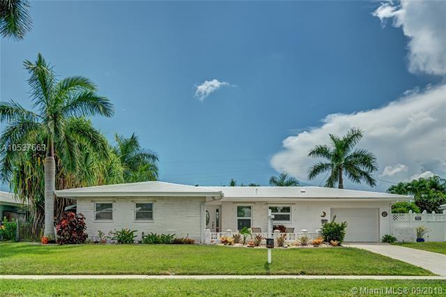 1154 SW 13th St, Boca Raton, FL 33486 (MLS #A10537663) :: Stanley Rosen Group