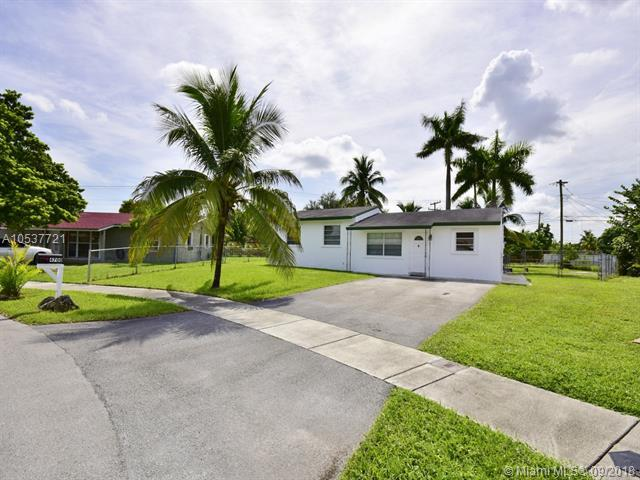 4700 SW 18th St, Fort Lauderdale, FL 33317 (MLS #A10537721) :: The Teri Arbogast Team at Keller Williams Partners SW