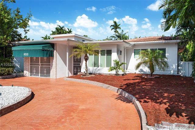 9233 Emerson Ave, Surfside, FL 33154 (MLS #A10538080) :: Stanley Rosen Group