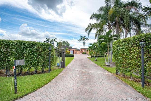 5951 SW 185th Way, Southwest Ranches, FL 33332 (MLS #A10538639) :: Stanley Rosen Group