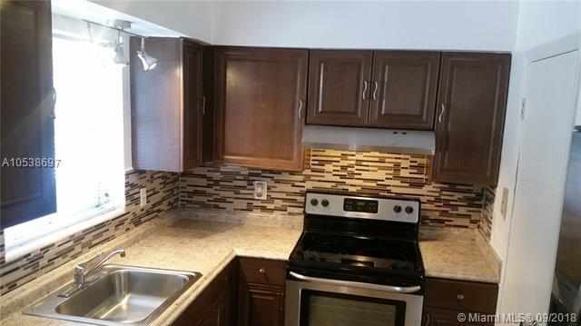 2344 NE 12th St #1, Pompano Beach, FL 33062 (MLS #A10538697) :: Green Realty Properties