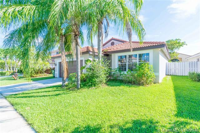 18033 SW 13th St, Pembroke Pines, FL 33029 (MLS #A10538959) :: Hergenrother Realty Group Miami