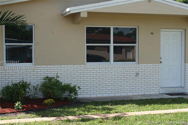 6322 Funston St, Hollywood, FL 33023 (MLS #A10539047) :: The Teri Arbogast Team at Keller Williams Partners SW