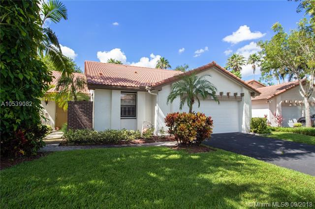 2157 Montpeliar, Weston, FL 33326 (MLS #A10539082) :: Green Realty Properties