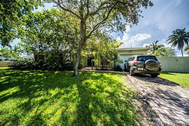 10360 SW 100th Ave, Miami, FL 33176 (MLS #A10539162) :: Stanley Rosen Group