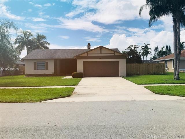 1181 Larch Way, Wellington, FL 33414 (MLS #A10539279) :: Hergenrother Realty Group Miami