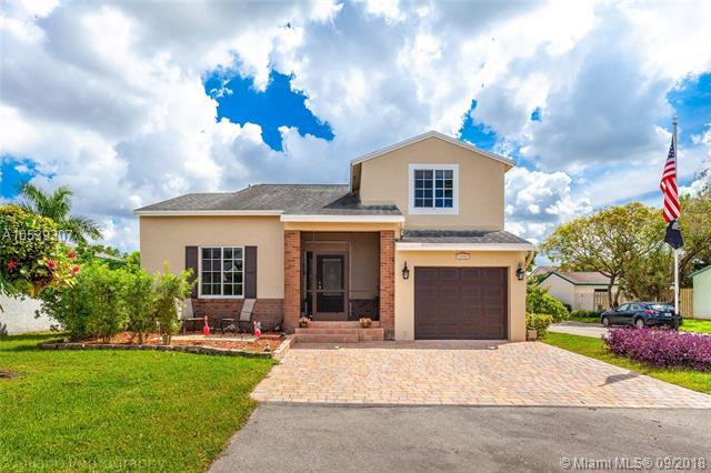 13751 Cumberland Pl, Davie, FL 33325 (MLS #A10539307) :: Green Realty Properties